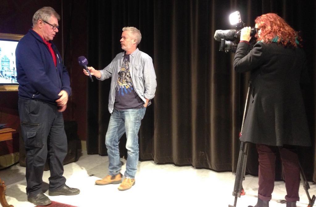 Samma kväll sände SVT Mittnytt ett inslag om boken, Hans Lindblom intervjuade och Fotograf: Ylva Holmgren.