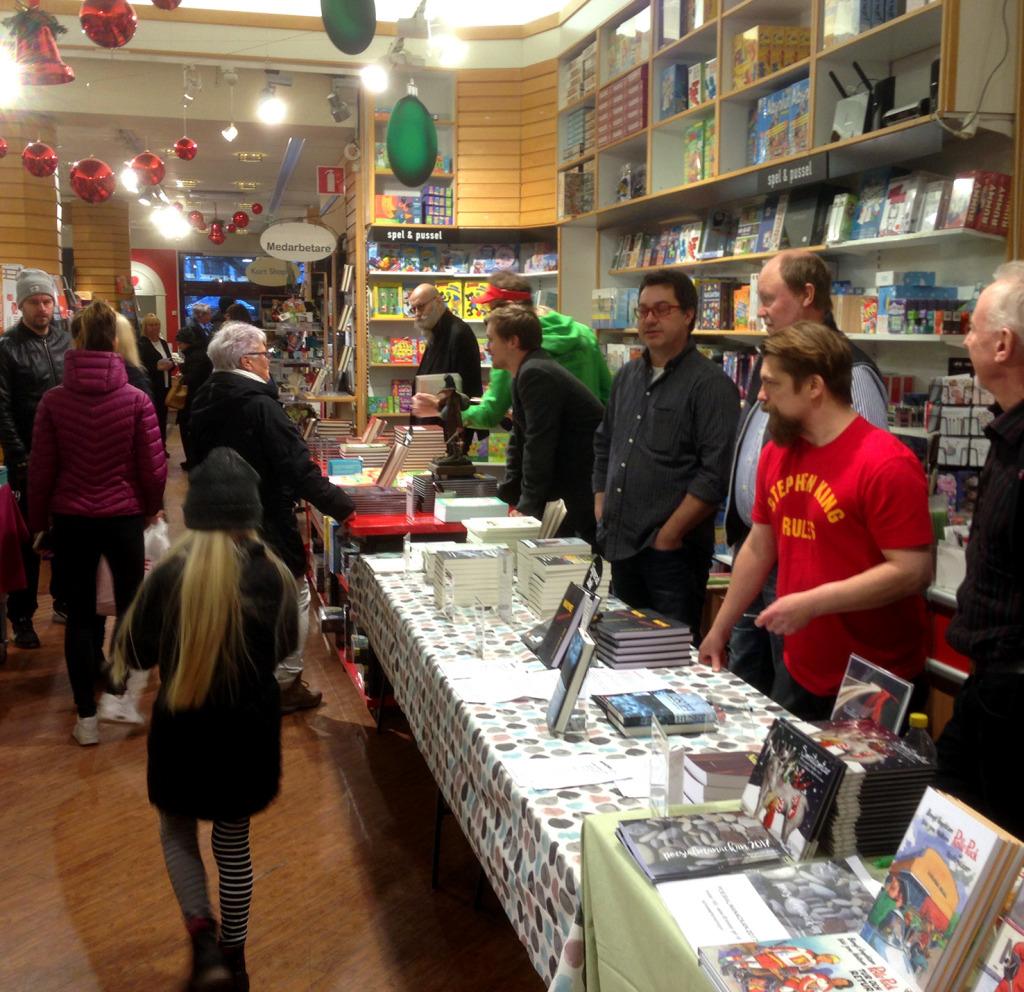 Här fick alla författarna chansen att möta sina läsare och signera böcker.