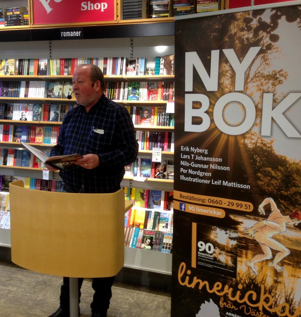 """Lars T Johansson berättade om den nya boken """"90 limerickar från Västernorrland"""", som han har gjort tillsammans med Erik Nyberg, Nils-Gunnar Nilsson, Per Nordgren och illustratören Leif Mattisson."""